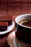 Kaffeetasse und Bonbons Stockfotografie