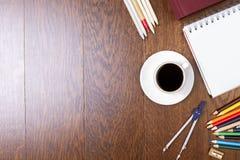 Kaffeetasse und Briefpapier Lizenzfreies Stockfoto