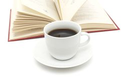 Kaffeetasse und Buch Stockbilder