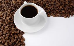 Kaffeetasse und Kaffee baens Lizenzfreie Stockfotos
