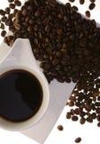 Kaffeetasse und Kaffeebohnen Lizenzfreies Stockbild