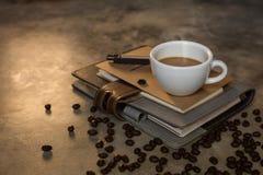 Kaffeetasse und Kaffeebohnen Lizenzfreie Stockfotos