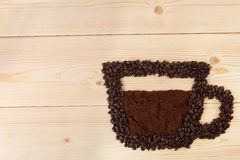 Kaffeetasse von den Bohnen Lizenzfreie Stockfotografie