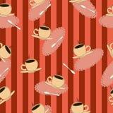 Kaffeetassen auf einem roten gestreiften Hintergrund? Lizenzfreies Stockbild