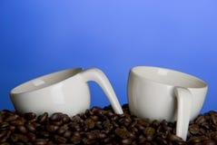 Kaffeetassen und Bohnen Lizenzfreies Stockbild