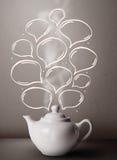 Kaffeetopf mit Hand gezeichneten Spracheblasen Lizenzfreie Stockfotos