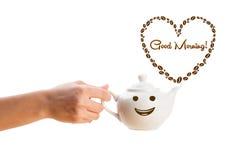 Kaffeetopf mit Kaffeebohnen formte Herz mit Zeichen des guten Morgens Stockbilder