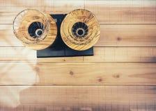 Kaffeetropfenfängerausrüstung auf Tischplatteansicht lizenzfreie stockfotos