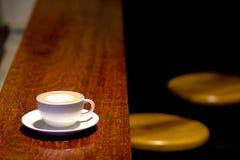 Kaffeezeit am Café lizenzfreies stockbild