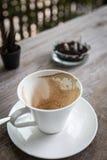 Kaffefläck i kopp Royaltyfri Bild