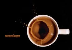 kaffefotofärgstänk arkivfoto