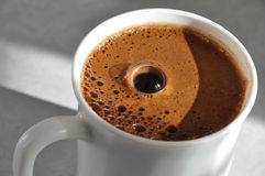 Kaffefradga med bubblan Arkivfoton