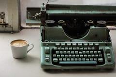 Kaffehjälpmotor Arkivfoto