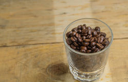 Kaffekopp, en träbakgrund Royaltyfria Foton