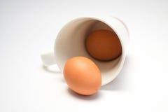 Kaffekopp med ägg Arkivbilder