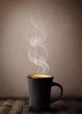 Kaffekopp med abstrakt vit ånga Royaltyfria Bilder