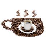 Kaffekopp och bönor som isoleras på vit bakgrund Arkivbilder