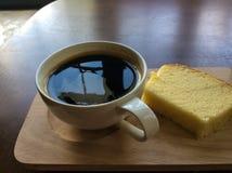 Kaffekopp och cake royaltyfri bild