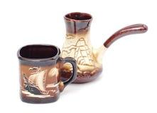 Kaffekopp och cezve som göras av keramiskt Royaltyfria Foton
