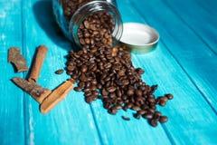 Kaffekopp och kaffe i boutle Royaltyfri Bild