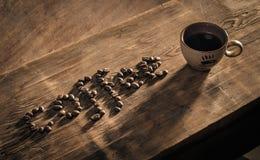 Kaffekopp och ordkaffe som göras från kaffe-bönor Fotografering för Bildbyråer