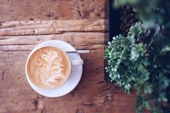Kaffekopp och träd Royaltyfria Foton