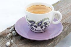 Kaffekopp på trät Arkivfoton