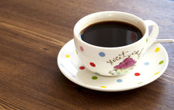 Kaffekopp på trätabellbakgrund Royaltyfri Bild