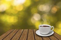 Kaffekopp på trätappning Royaltyfria Bilder