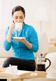 kaffekopp som dricker tycka om kvinnan Royaltyfria Bilder