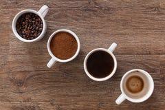 kaffekoppar fyra Fyra faser av kaffedrinken Arkivbild