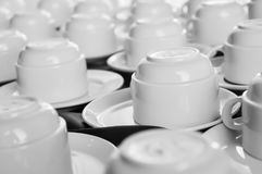 Kaffekoppar på en tabell Arkivfoton