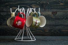 Kaffekoppar på en vit hängare Royaltyfri Foto