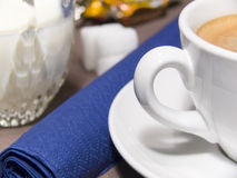 kaffekoppen mjölkar royaltyfri bild