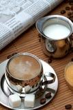 kaffekoppen mjölkar muffinen Royaltyfria Foton