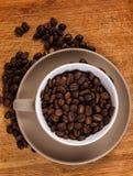 Kaffekorn på tabellen Royaltyfri Foto