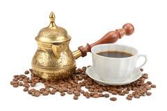 Kaffekruka och kopp kaffe Arkivfoto