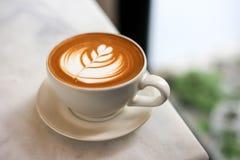 Kaffelattekonst i coffee shop Royaltyfria Foton