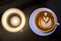 KaffeLattekonst och kex Royaltyfri Fotografi