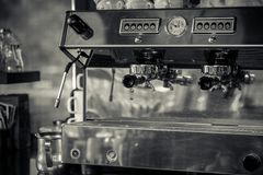 Kaffemaskin i restaurang Arkivfoton