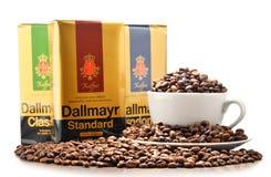 Kaffeprodukter av Alois Dallmayr isolerade på vit Arkivfoto