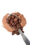Kaffepulver och bönor Arkivfoto