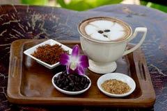 Kaffesaffloweren och mjölkar Arkivbilder