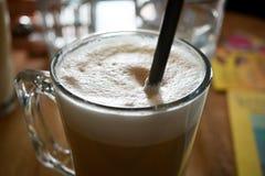 Kaffeskum med sugrör Royaltyfria Bilder