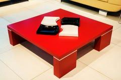 Kaffetabell för röd fyrkant royaltyfri bild