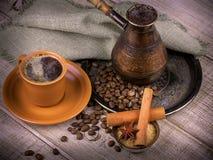 Kaffeturk och kopp kaffe Arkivbild