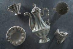 Kaffeuppsättning på tabellen Arkivbild