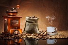 Kaffezubehör auf Matte Stockfoto