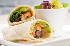 Kafta shawarma鸡皮塔饼套卷三明治 免版税库存图片