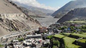 Kagbeni鸟瞰图和山谷在喜马拉雅山 影视素材